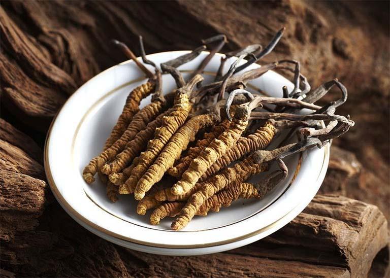 cách uống đông trùng hạ thảo khô